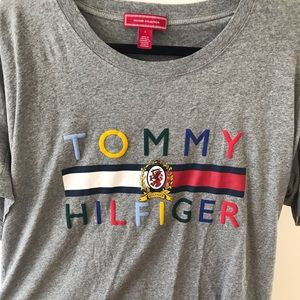 BRAND NEW OVERSIZED TOMMY HILFIGER TEE